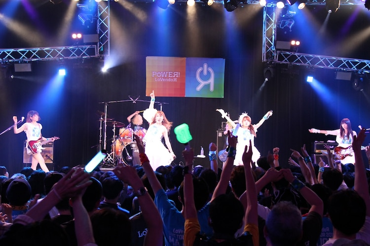 「LoVendoЯ LIVE TOUR 2016~POWEЯ!~」初日公演の様子。