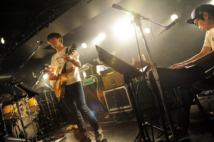 """荒井岳史「2nd full album""""プリテンダー""""release TOUR」東京・新代田FEVER公演の様子。"""