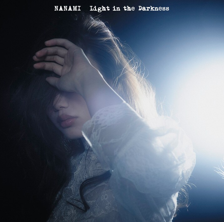 ななみ「Light in the Darkness」通常盤ジャケット