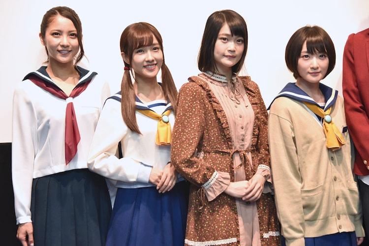 左から石川恋、前田希美、石森虹花(欅坂46)、生駒里奈(乃木坂46)。