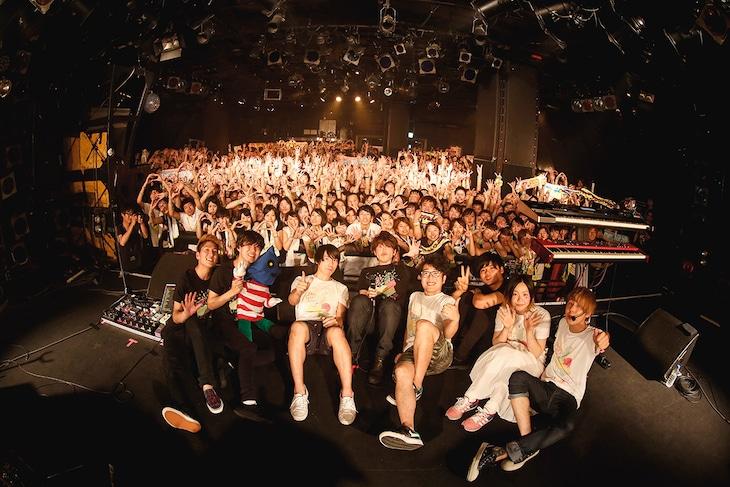 「Mrs. TWOMAN TOUR ~初夏とリンゴとロックバンド~」渋谷CLUB QUATTRO公演の様子。(撮影:後藤壮太郎)