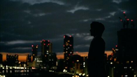 TETSUYA「Time goes on ~泡のように~」ミュージックビデオのワンシーン。