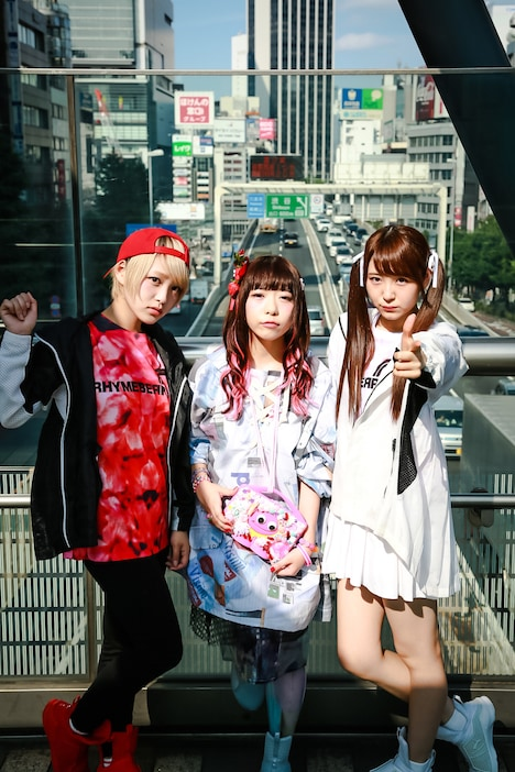 ライムベリー。左からMC MIRI、DJ OMOCHI、MC MISAKI。