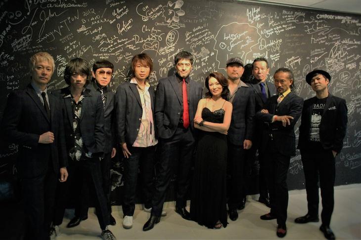東京スカパラダイスオーケストラとマルシア。(写真提供:日本コロムビア)