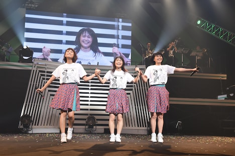 「Negicco 13th Anniversary『Road of Negiiiiii ~TADAIMA~ 2016 Summer at NHKホール』」の様子。