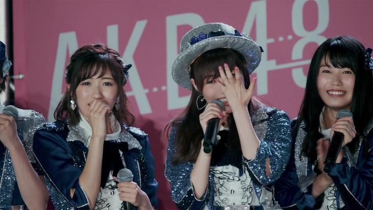 AKB48「LOVE TRIP」ミュージックビデオのワンシーン。 (c)AKS