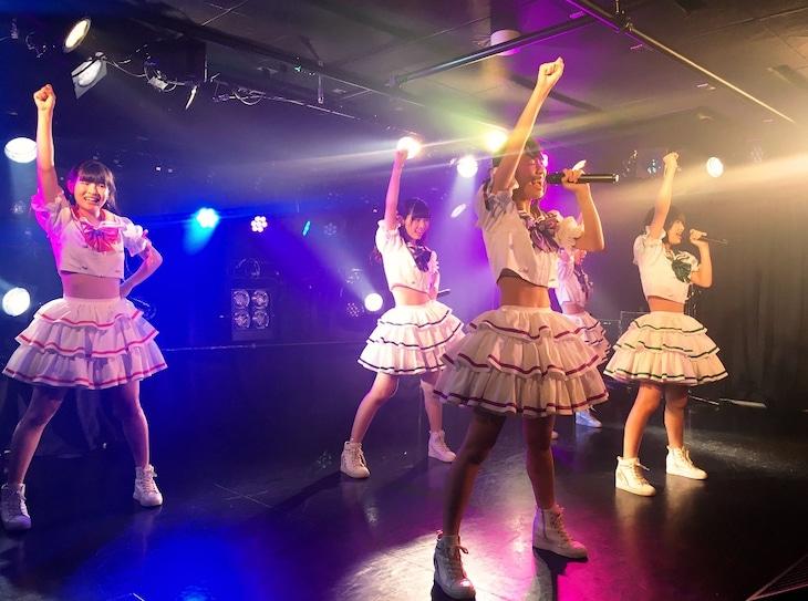 「SUPER☆GiRLS 3期メンバー1st LIVE~初陣~」8月8日公演の様子。