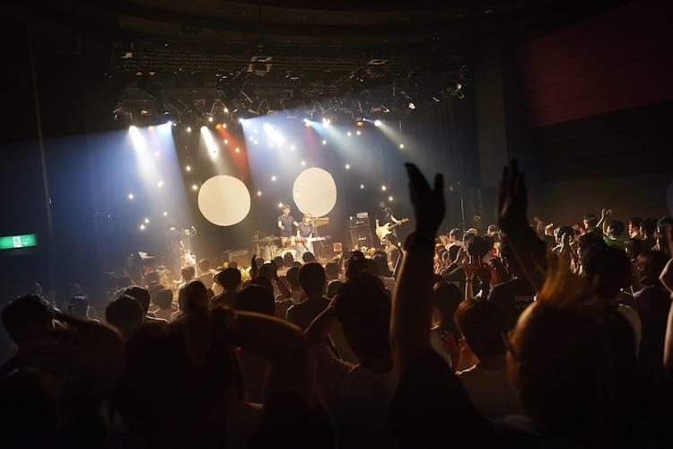 ふくろうずレコ発ライブ「だって、わたしたちエバーグリーンワンマン」の様子。(撮影:中島未来)