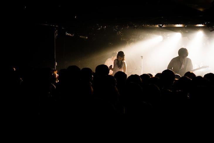「n-buna 1st Live『月を歩いている』」の様子。(撮影:高岡弘)