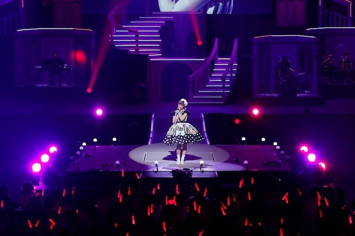 内田彩「AYA UCHIDA Complete LIVE ~COLORS~」の様子。(撮影:草刈雅之)