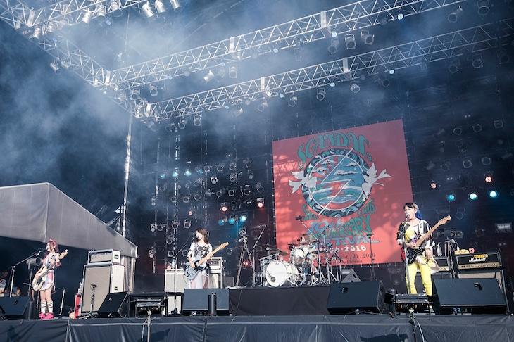 「SCANDAL 10th ANNIVERSARY FESTIVAL 『2006-2016』」の様子。(EPICレコードジャパン)