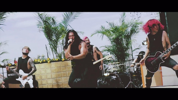 「BAKEMONO」ミュージックビデオのワンシーン
