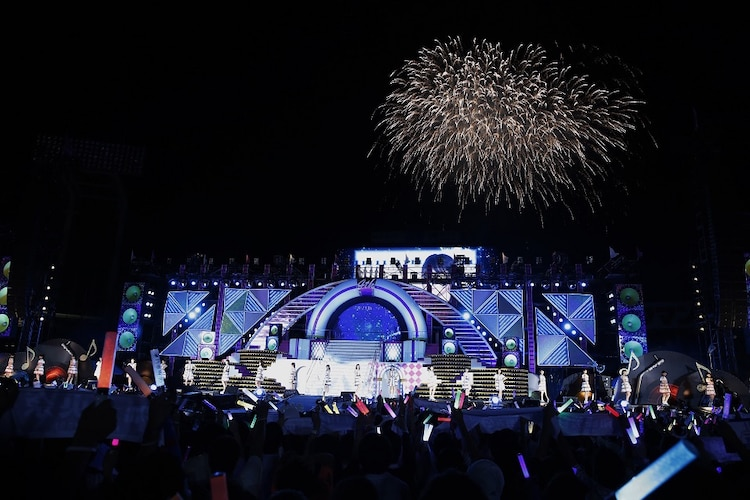 """乃木坂46「""""真夏の全国ツアー2016""""~4th Year Birthday Live~」8月30日公演の様子。(写真提供:ソニー・ミュージックレコーズ)"""