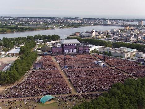 「ONE OK ROCK 2016 SPECIAL LIVE IN NAGISAEN」の会場全景。(Photo by HEXaMedia)