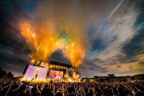 「ONE OK ROCK 2016 SPECIAL LIVE IN NAGISAEN」の模様。(Photo by KAZUSHI HAMANO)