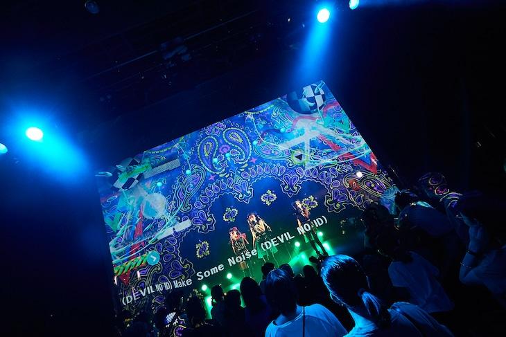 「『POPCONE LIVE!』DEVIL NO ID LAUNCH LIVE & UTOMARU ART EXHIBITION」の様子。(photo by katsuhiko morihiro)