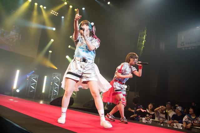 ゆるめるモ!によるライブの様子。(撮影:稲垣謙一)
