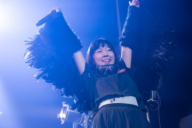 BELLRING少女ハートによるライブの様子。(撮影:稲垣謙一)