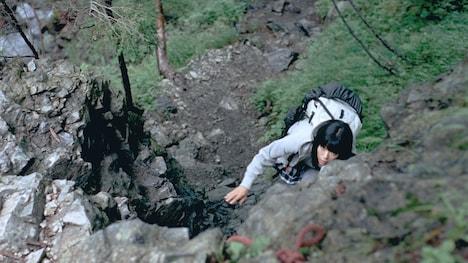 「サントリー天然水」新CM「水の山行ってきた南アルプス」篇のワンシーン。