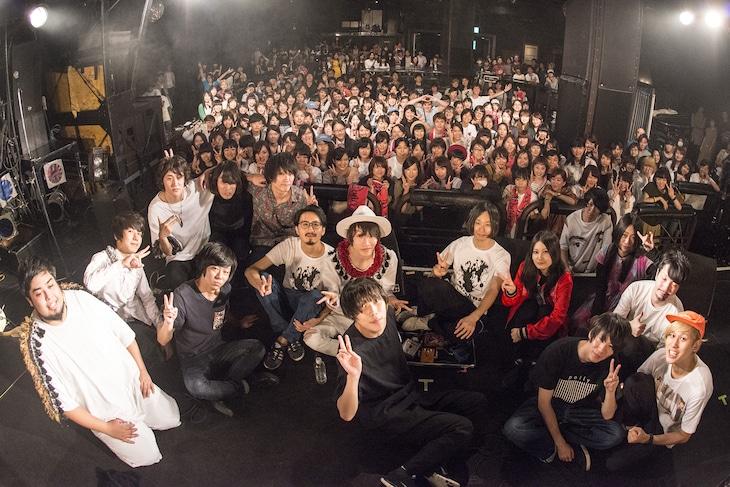 「代沢まつり<DAIZAWA RECORDS 15th Anniversary for the Future>」東京・渋谷CLUB QUATTRO公演での集合写真。(Photo by Daisuke Miyashita)