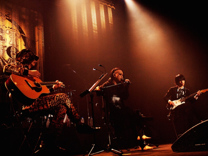 Ken(L'Arc-en-Ciel)、逹瑯(MUCC)、圭(BAROQUE)によるセッションの様子。