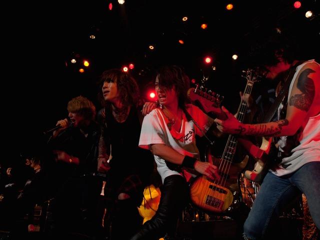 「PARTY ZOO ~Ken Entwines Naughty stars~」東京・Zepp DiverCity TOKYO公演のセッションの様子。