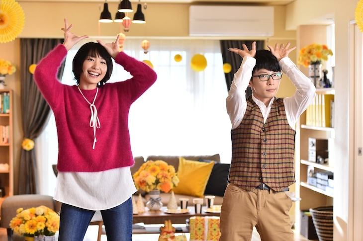"""ドラマ「逃げるは恥だが役に立つ」エンディングの""""恋ダンス""""のワンシーン。 (c)TBS"""