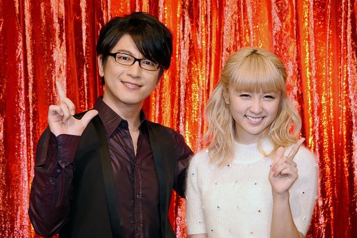 左から及川光博とDream Ami。