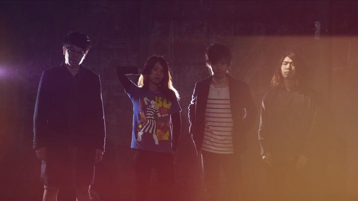 ハウリングアンプリファー。左がうえっき(B, Cho)、左から2番目がMIKAKO(Key, Cho)。