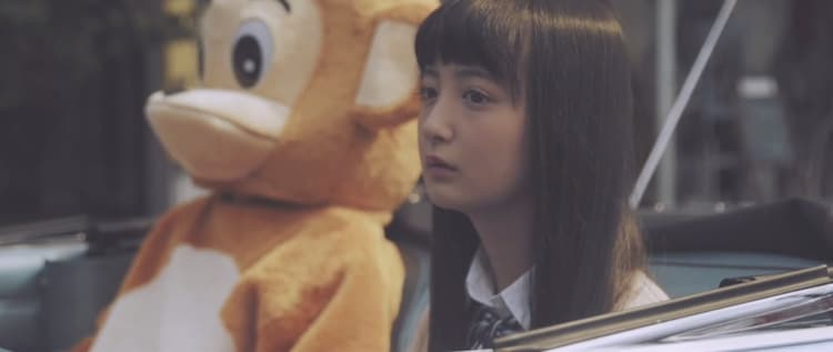 山猿「Happy Birthday」のミュージックビデオのワンシーン。
