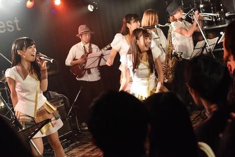 LinQによるライブの様子。