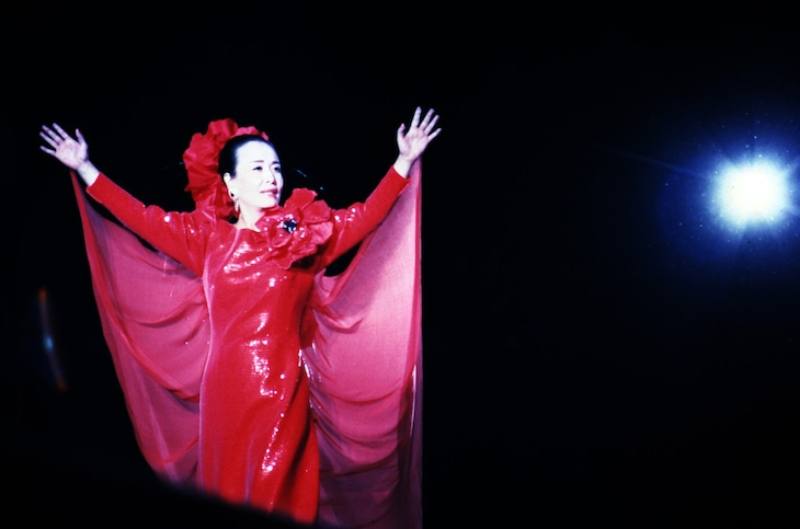 1988年の東京ドーム公演時の美空ひばり。