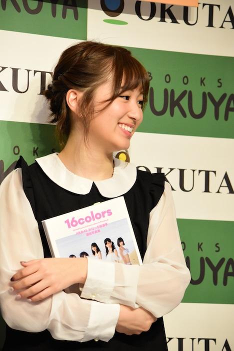 大島涼花。写真は2月に東京・福家書店新宿サブナード店で行われた写真集「AKB48れなっち総選挙選抜写真集 16colors」お渡し会で撮影されたもの。
