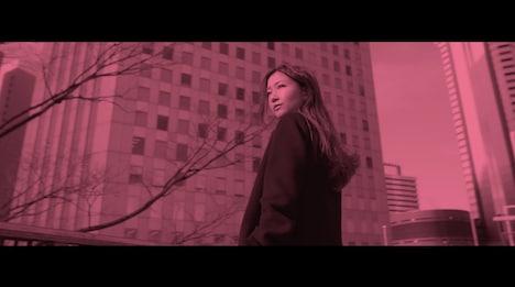 大塚愛「私」のミュージックビデオのワンシーン。