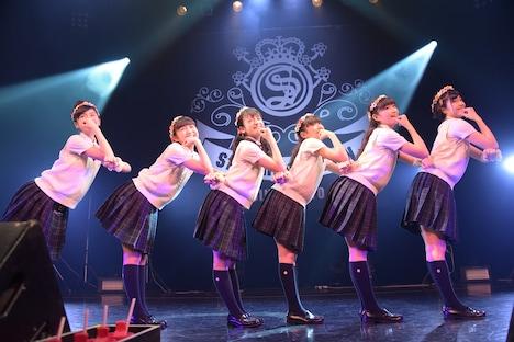 SSD。左から岡田愛、麻生真彩、山出愛子、藤平華乃、岡崎百々子、倉島颯良。