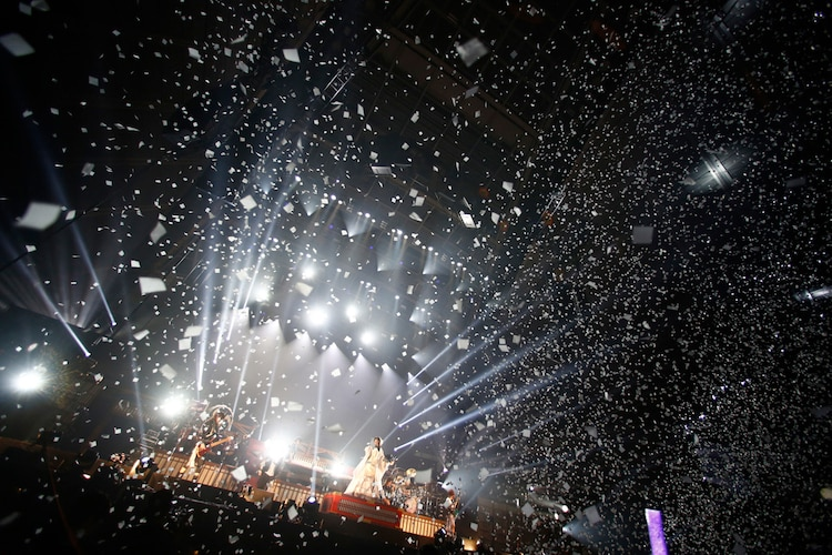 「和楽器バンド 大新年会2017 東京体育館 雪ノ宴」の様子。(写真提供:avex)