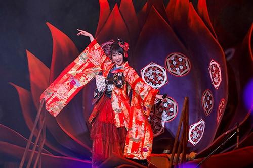 水樹奈々が巨大な翼を背に歌い、屋内で盛大花火!「ZIPANGU」ツアー ...