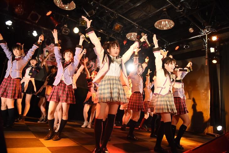 「アイカLet's 東名阪ツアー2017 ~アイに行くよ!力いっぱい歌っておドル!みんなで一緒に盛り上ガレッジ~」の様子。