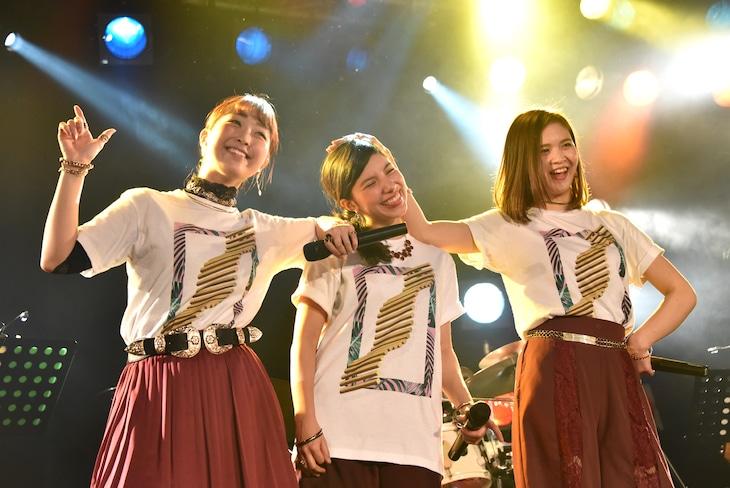 Especia。左から冨永悠香(HALLCA)、ミア・ナシメント、森絵莉加。