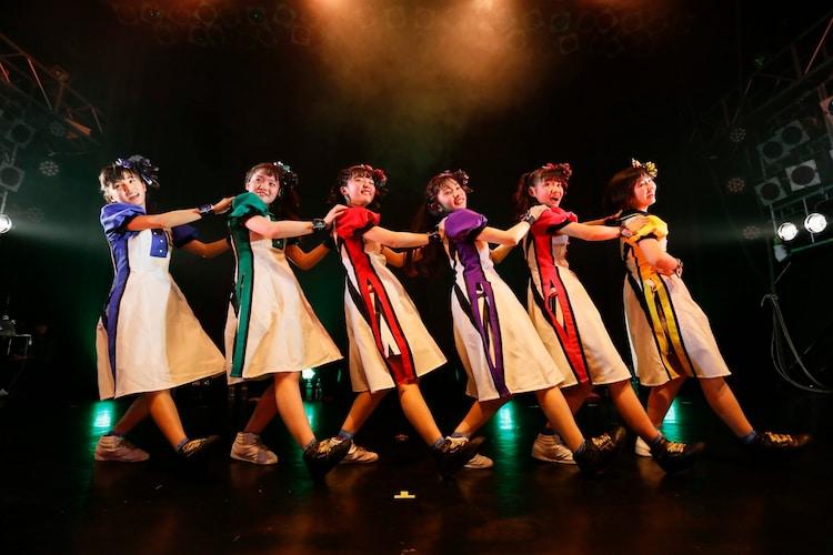 「ばってん少女隊の、田舎娘が四大都市のライブハウスを巡るツアー」DLUM LOGOS公演の様子。(撮影:濱本英介)