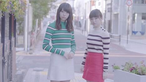欅坂46「チューニング」のミュージックビデオのワンシーン。