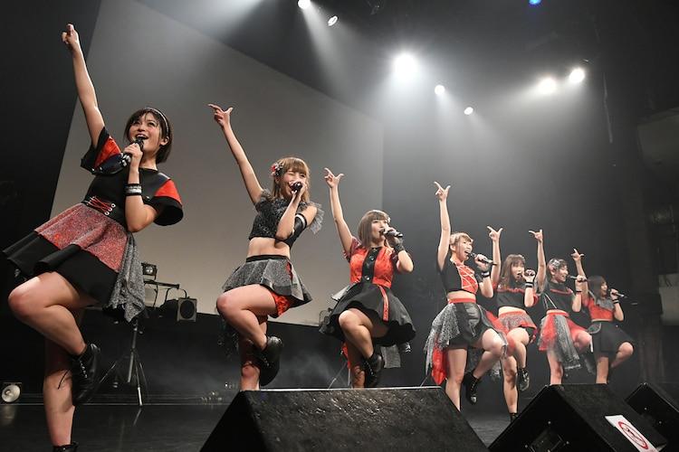 「Jewel Beat!!2017~April Princesses~」での愛乙女☆DOLLによるライブの様子。(撮影:古川朋久)