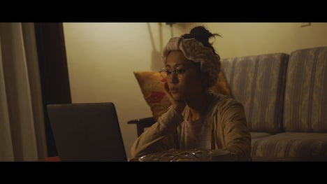 秦基博「Girl」ミュージックビデオのワンシーン。