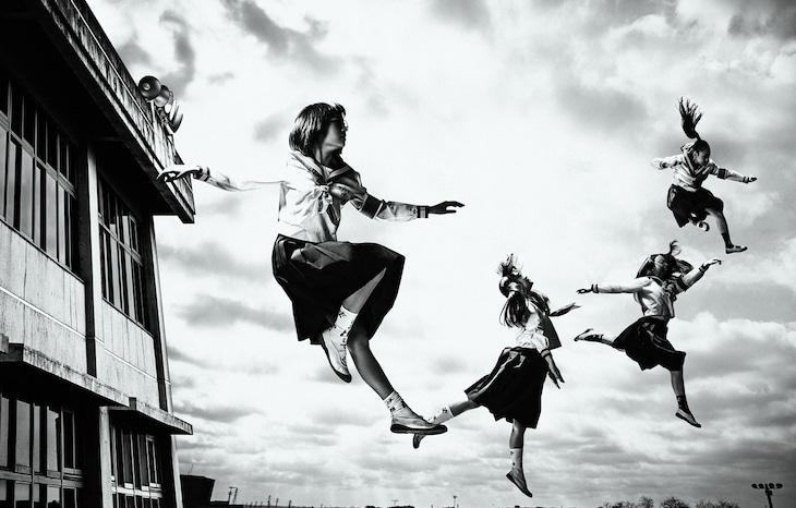 新しい学校のリーダーズがH ZETT Mプロデュース「毒花」でメジャーデビュー