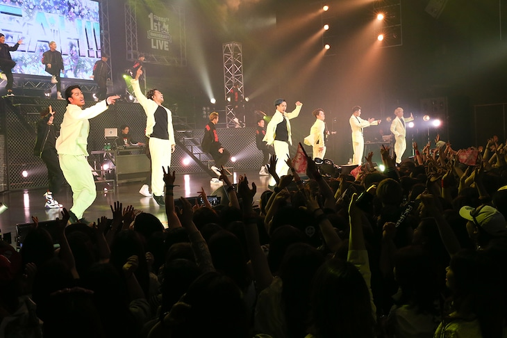 EXILE THE SECOND「AbemaTV 1st ANNIVERSARY LIVE」東京・EX THEATER ROPPONGI公演の様子。(撮影:佐藤友昭)(c)AbemaTV 1st ANNIVERSARY LIVE