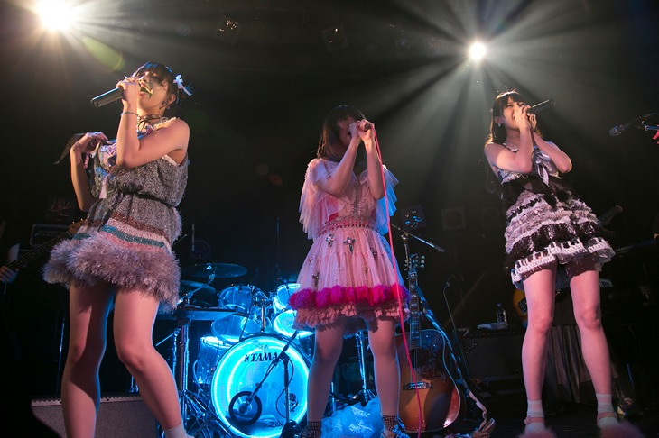 The Idol Formerly Known As LADYBABYと大森靖子のツーマンライブ「ネオ・ダダイズムパレード Vol.2」東京・WWW X公演の様子。(Photo by YUKI SHIMBO)