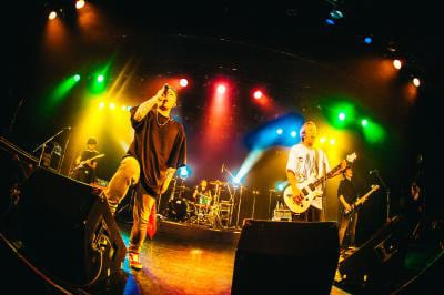 「BACK-ON 15th Anniversary Live -Ultimate Thanks-」の様子。(撮影:木場ヨシヒト)