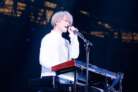 杉本雄治(Vo, Piano / WEAVER)(写真提供:アミューズ)