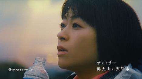 「サントリー天然水」新CM「水の山行ってきた 奥大山」編のワンシーン。