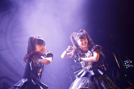 YUIMETAL(Scream, Dance)とMOAMETAL(Scream, Dance)。(Photo by Tsukasa Miyoshi [Showcase])